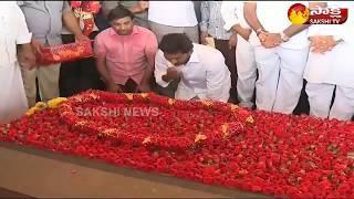 YS Jagan Pays Tribute To YS Rajasekhara Reddy At YSR Ghat   జననేతకు వైఎస్ జగన్ ఘన నివాళి..!