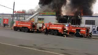 В Оренбурге горит торговый центр Мир на Победе
